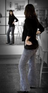 выбрать джинсы для женщины