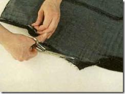 Длинная джинсовая юбка с узором из старых джинсов.