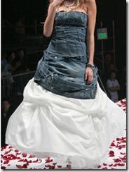 Джинсовый корсет со свадебным платьем