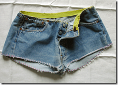 Сделать простые летние джинсовые шорты