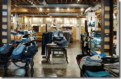 тороговое оборудование джинсового магазина