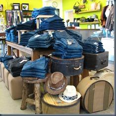 интерьер джинсового магазина