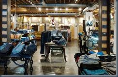 торговое оборудование джинсового магазина