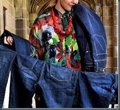 постирать джинсы