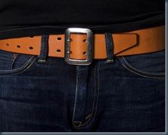 ремень и джинсы