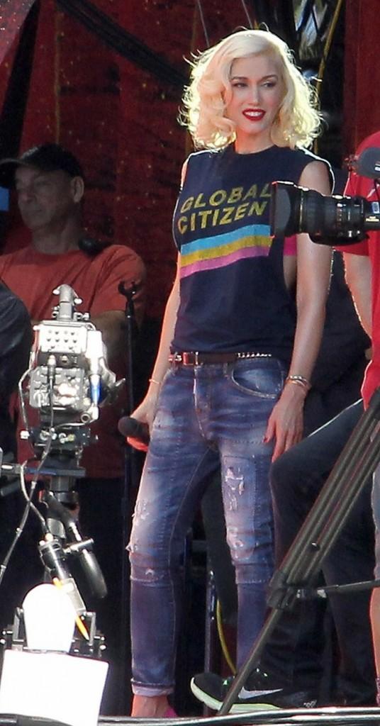 Гвен Стефани в джинсах Dsquared