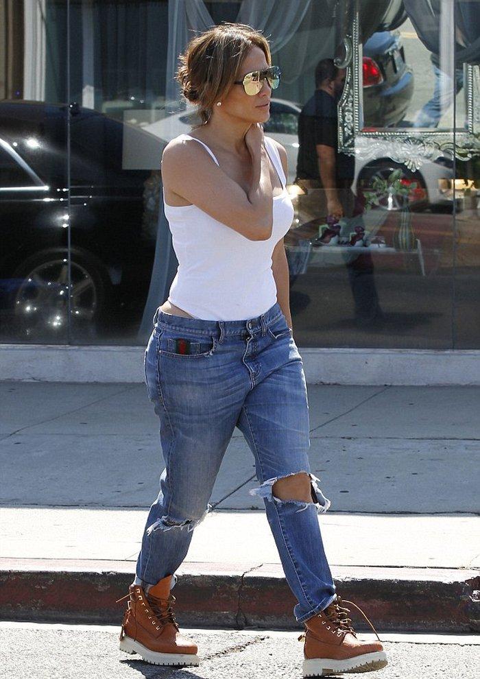 Дженифер Лопес в джинсах